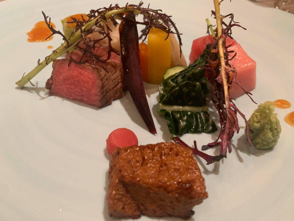 群馬県で新年の経営者のお祝い 美味しいステーキとマグロに添えられた醤油ムース